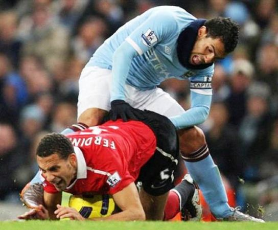 perfectly-timed-photos-soccer-players_594cb068121e9