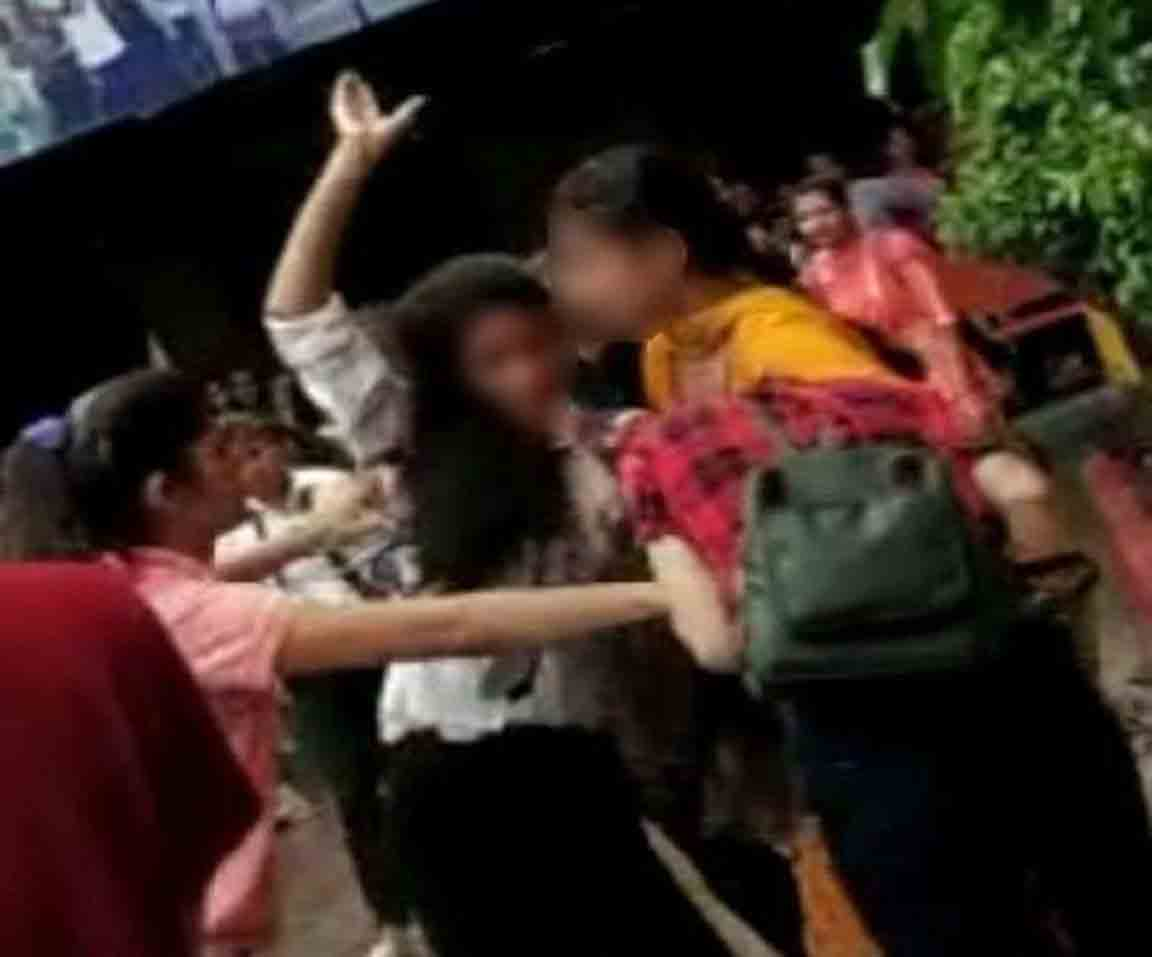 Violence between girl students in college and sensation over viral video